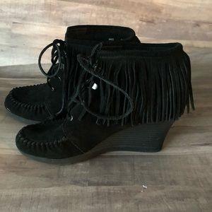 MINNETONKA Black Leather Fringe Wedge Booties